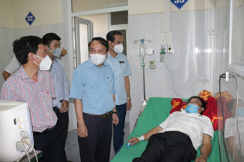 Giám đốc Trung tâm y tế kiệt sức phải cấp cứu sau những ngày đêm căng thẳng chống dịch COVID-19 - Ảnh 3.