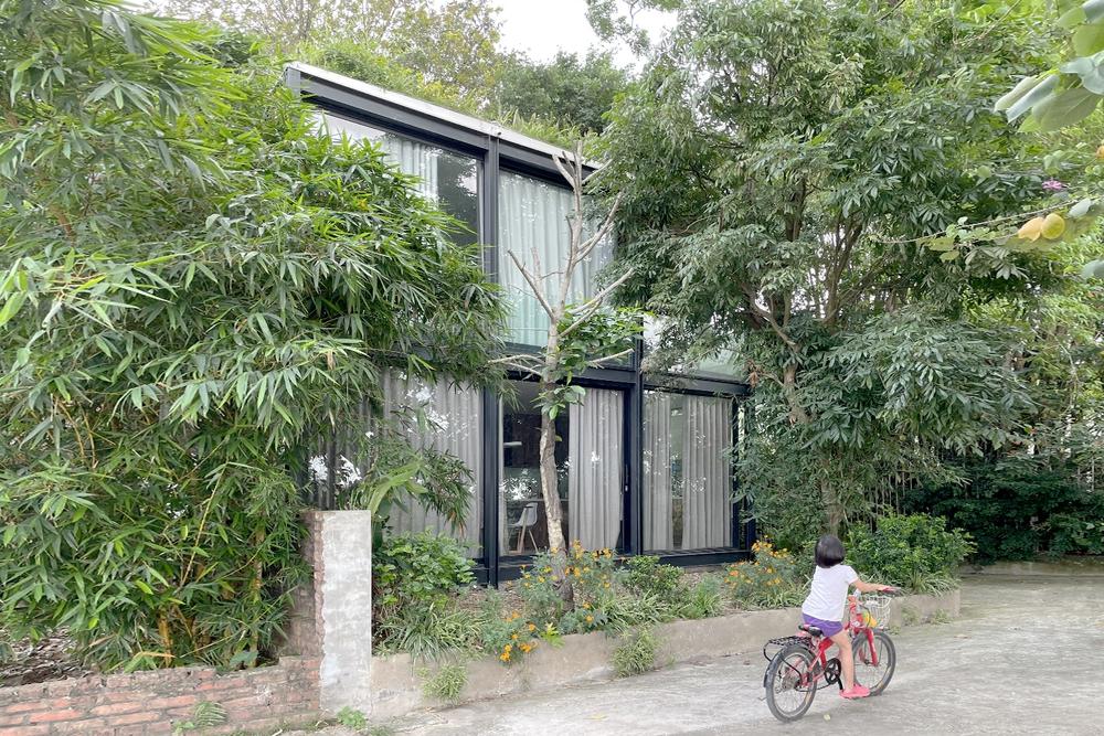 Ngôi nhà nhỏ với bụi chuối, bờ tre ở Ngọc Thụy - Long Biên đẹp lạ trên báo Mỹ - Ảnh 1.