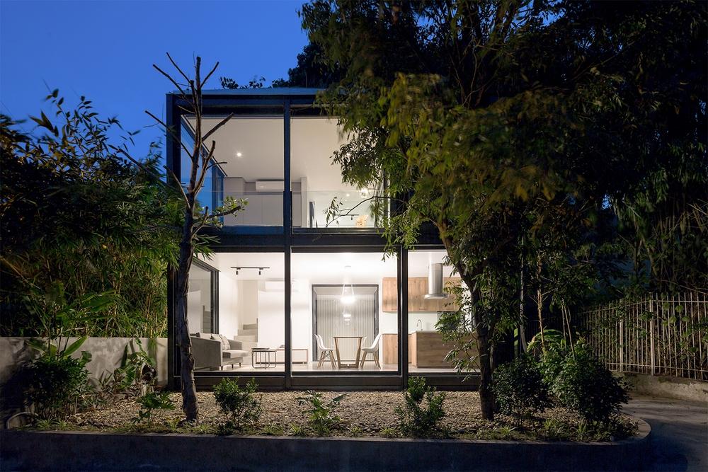 Ngôi nhà nhỏ với bụi chuối, bờ tre ở Ngọc Thụy - Long Biên đẹp lạ trên báo Mỹ - Ảnh 2.
