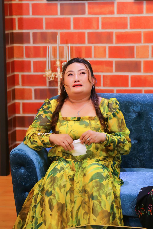 Nghệ sĩ cải lương Phạm Huyền Trâm bật khóc xin mẹ cho quay lại với người chồng ngoại tình - Ảnh 1.