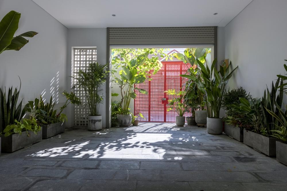Tp.HCM: Ngôi nhà 40 năm tuổi tồi tàn, chắp vá đẹp lạ sau khi được cải tạo - Ảnh 3.