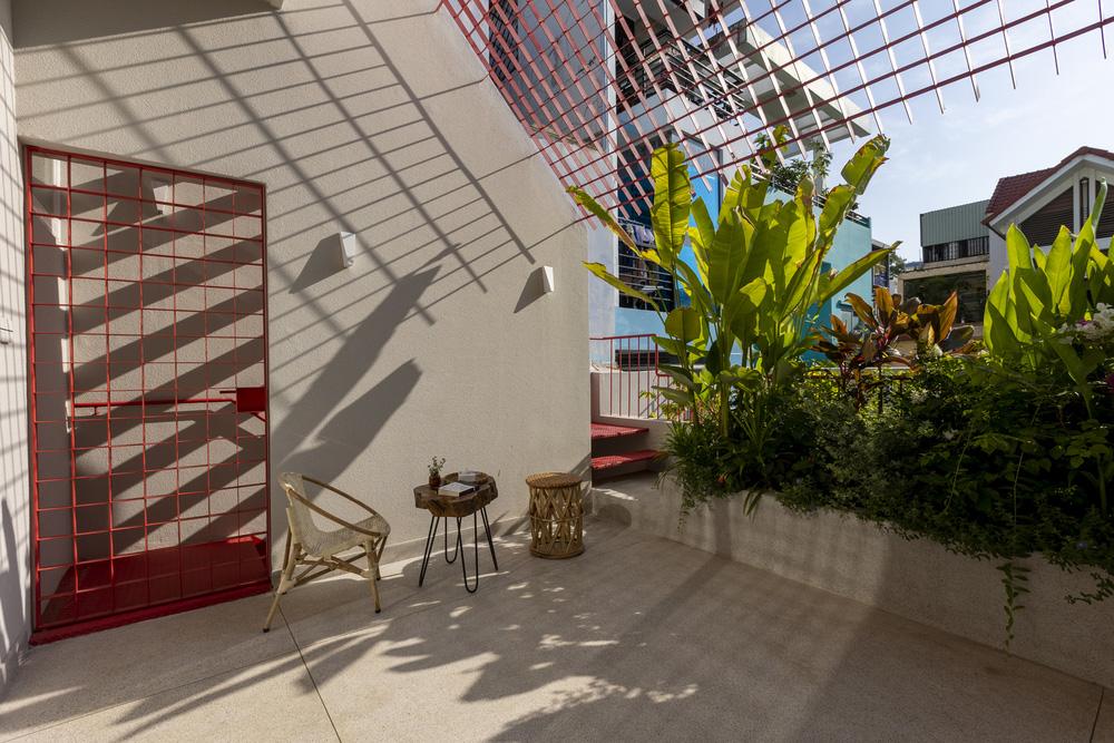 Tp.HCM: Ngôi nhà 40 năm tuổi tồi tàn, chắp vá đẹp lạ sau khi được cải tạo - Ảnh 4.