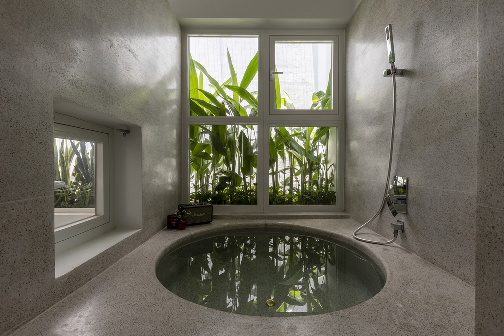 Tp.HCM: Ngôi nhà 40 năm tuổi tồi tàn, chắp vá đẹp lạ sau khi được cải tạo - Ảnh 8.