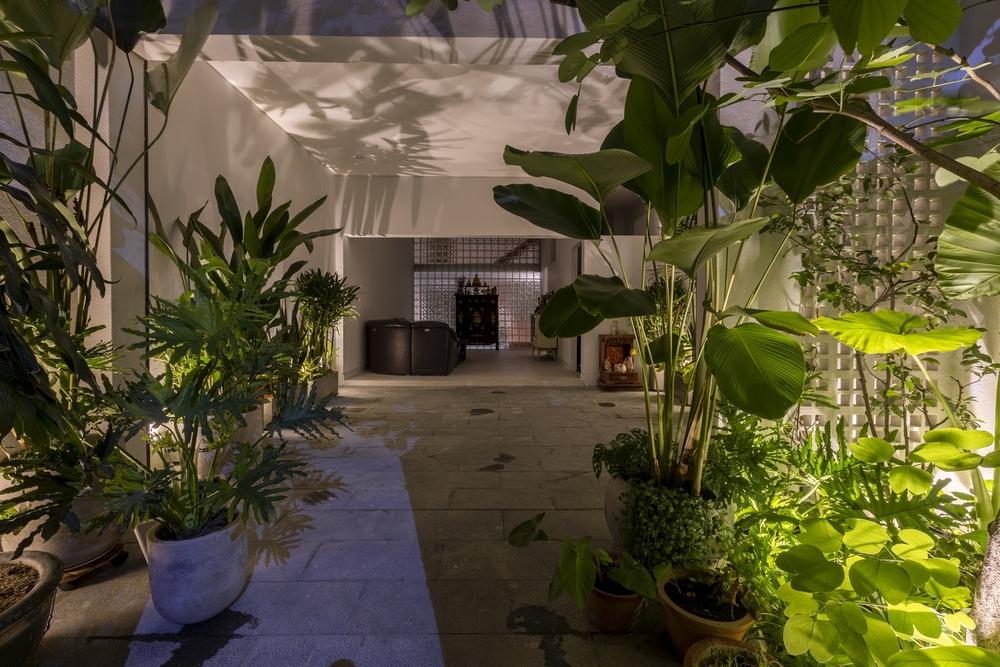 Tp.HCM: Ngôi nhà 40 năm tuổi tồi tàn, chắp vá đẹp lạ sau khi được cải tạo - Ảnh 18.