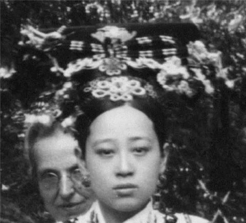 Đệ nhất mỹ nhân Vãn Thanh, nhờ dung mạo xinh đẹp nên được Từ Hi cưng chiều, mỗi lần chụp ảnh đều gọi vào chụp chung - Ảnh 6.