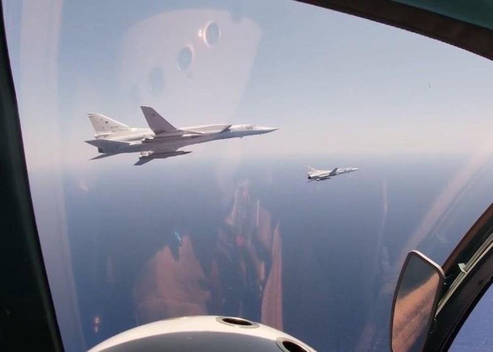 Nga đưa máy bay mang tên lửa siêu thanh tới Syria, rầm rộ tập trận trên Địa Trung Hải - Ảnh 2.