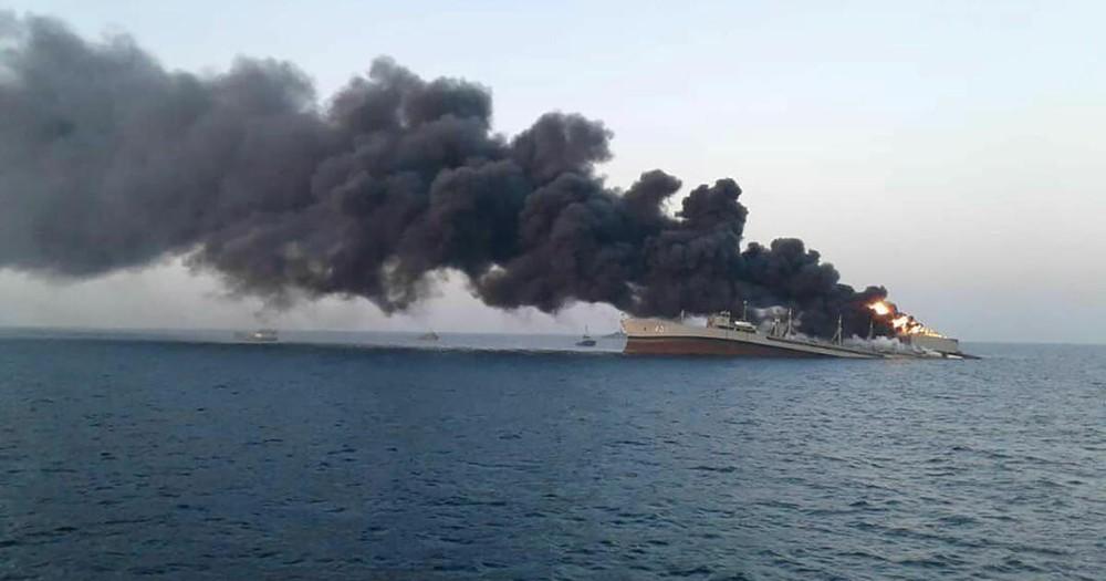 Tàu chiến Iran bị chìm ở vịnh Oman, máy bay không người lái của Israel đã tấn công? - Ảnh 1.