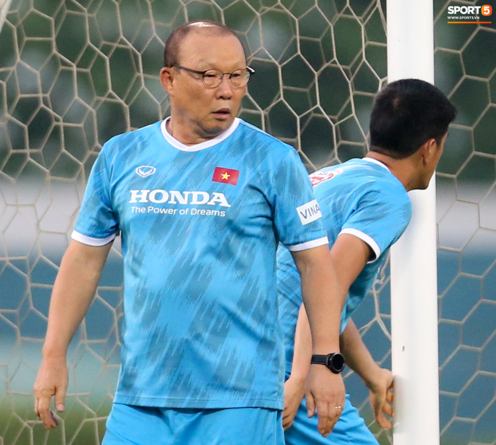 HLV Park Hang-seo mệt bở hơi tai khi bê cầu môn, phải bỏ cuộc giữa chừng - Ảnh 5.