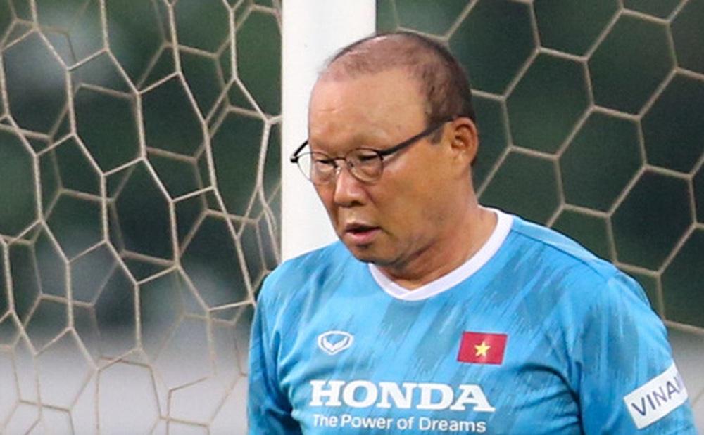 HLV Park Hang-seo mệt bở hơi tai khi bê cầu môn, phải bỏ cuộc giữa chừng