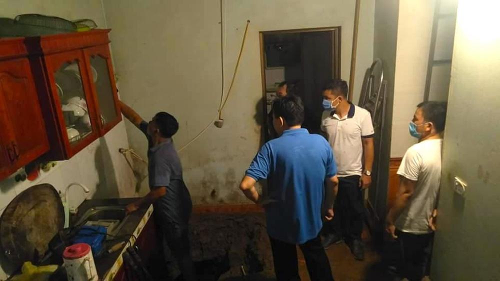 Mưa lớn sau nhiều ngày nắng nóng kỷ lục ở Nghệ An, xuất hiện hố tử thần trong nhà dân - Ảnh 5.