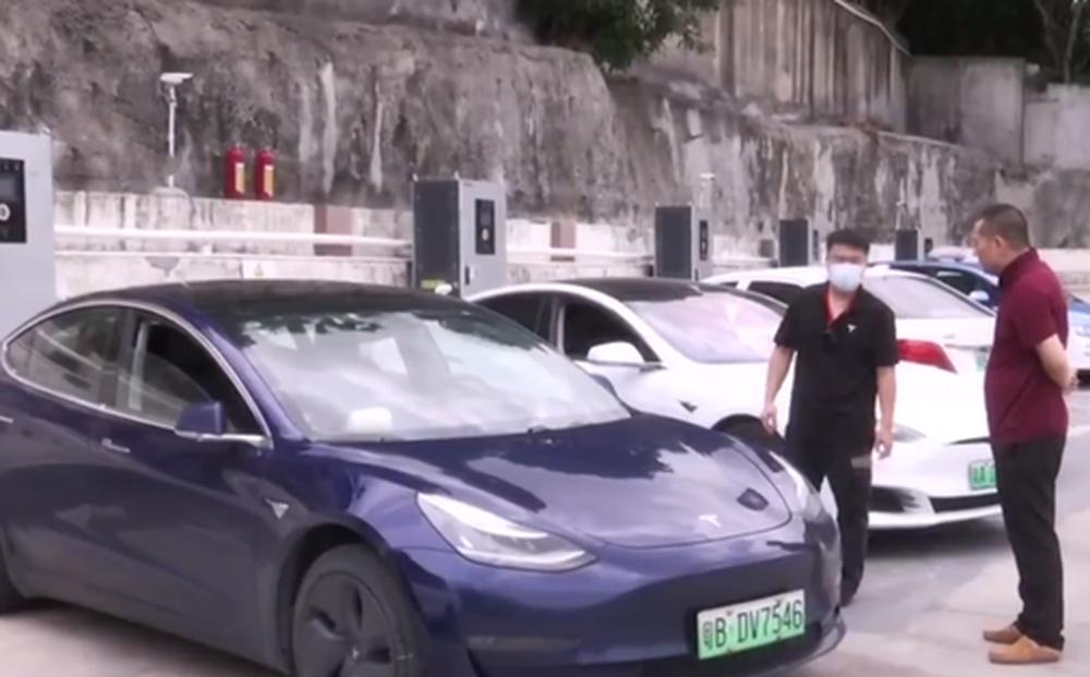 Tesla lại dính 'phốt' ở Trung Quốc: Người dùng suýt chết ngạt vì bị mắc kẹt trong chiếc xe 'sập nguồn'