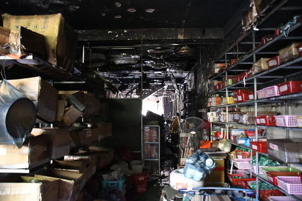 Vụ cháy 4 người tử vong ở Quảng Ngãi: Cảnh sát PCCC bị chê chậm, lãnh đạo Công an nói gì? - Ảnh 2.