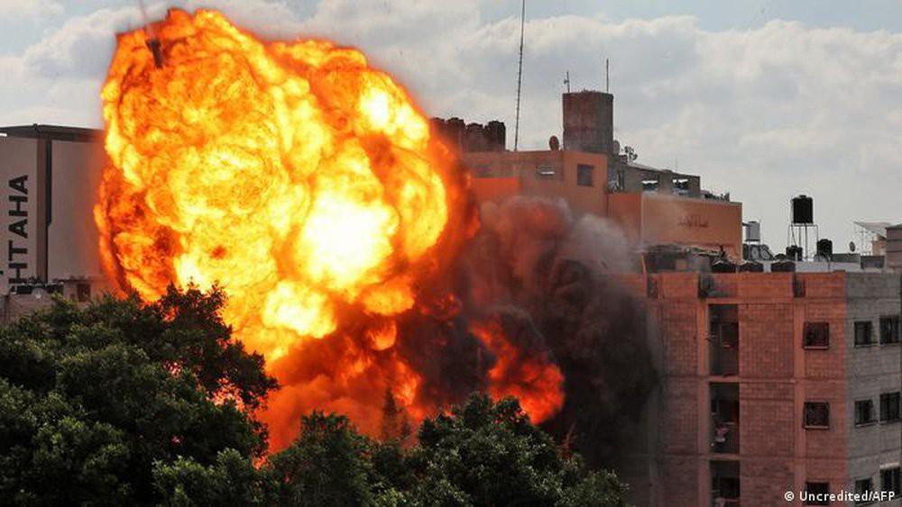 Máy bay không người lái của Israel bị bắn hạ trên bầu trời Dải Gaza - Ảnh 3.