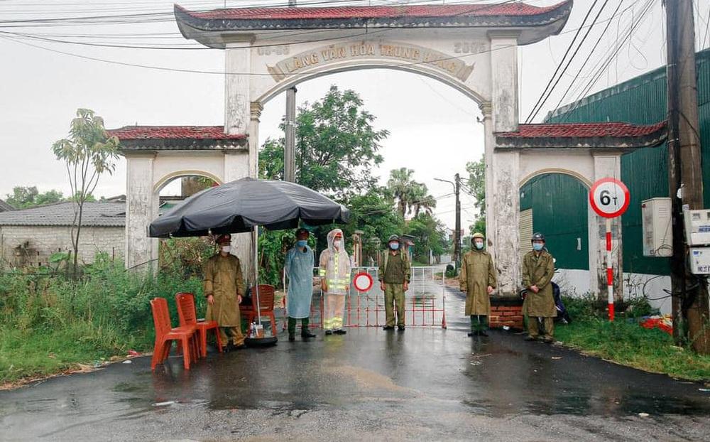 Phong tỏa khu dân cư hơn 2000 người, truy vết khẩn các trường hợp tiếp xúc 2 vợ chồng nhiễm Covid-19