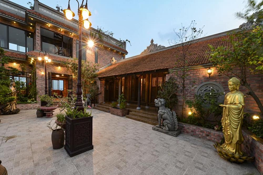 Nguyên một căn nhà cổ trăm tuổi trên tầng mái tạo nên ngôi nhà tân cổ giao duyên độc nhất vô nhị ở Việt Nam - Ảnh 4.