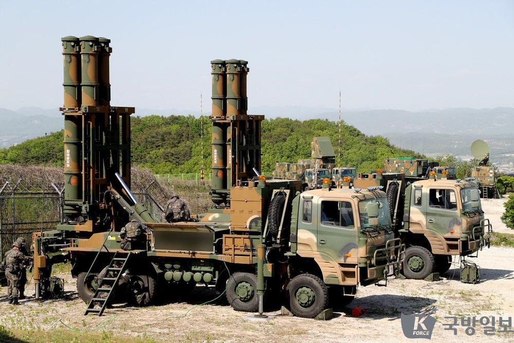 Không thể mua vũ khí từ kẻ thù, Malaysia đau đầu tìm vũ khí đối phó tiêm kích Trung Quốc - Ảnh 4.