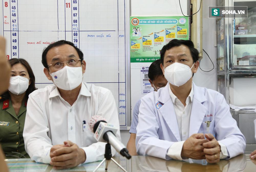 Bí thư Nguyễn Văn Nên thăm chiến sĩ công an TP.HCM nhiễm Covid-19 nặng: Mong bác sĩ giúp đồng chí Đ. vượt qua cơn hiểm nghèo - Ảnh 3.
