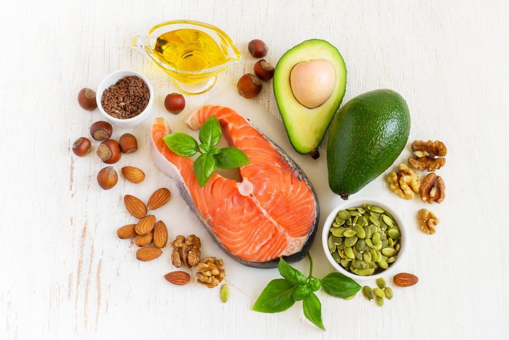 8 quan niệm sai lầm về dinh dưỡng cần loại bỏ - Ảnh 3.