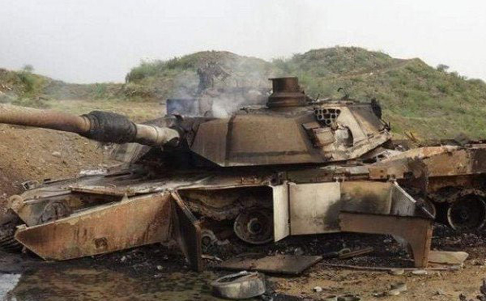 """Màn tấn công gây sốc: Xe tăng Mỹ bị tên lửa chống tăng dẫn đường của Nga """"xé toạc"""""""