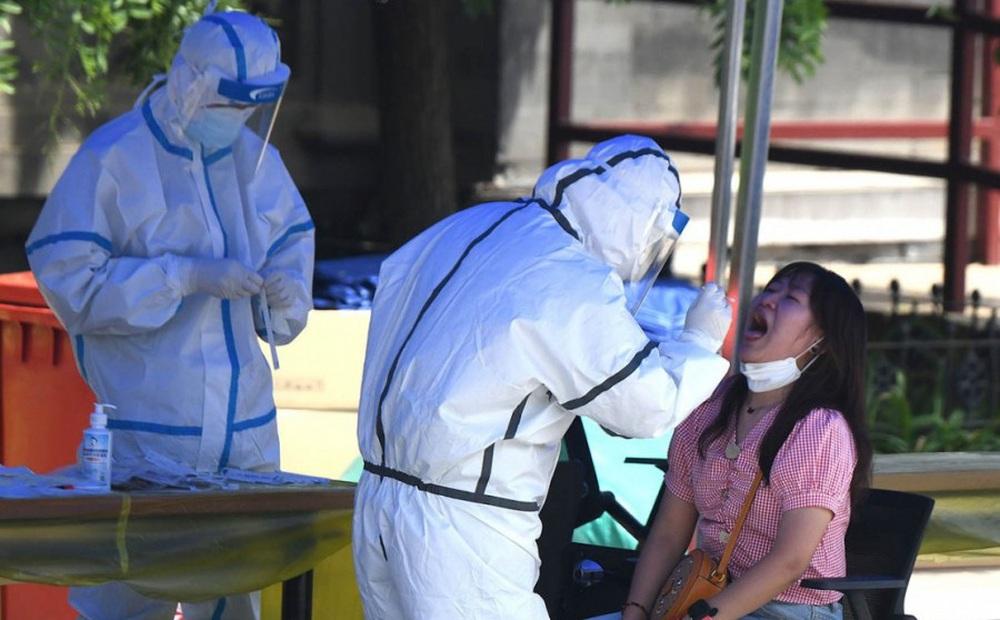 Tiêm vắc xin nhiều nhất thế giới, Trung Quốc vẫn chưa thể kiểm soát dịch Covid-19