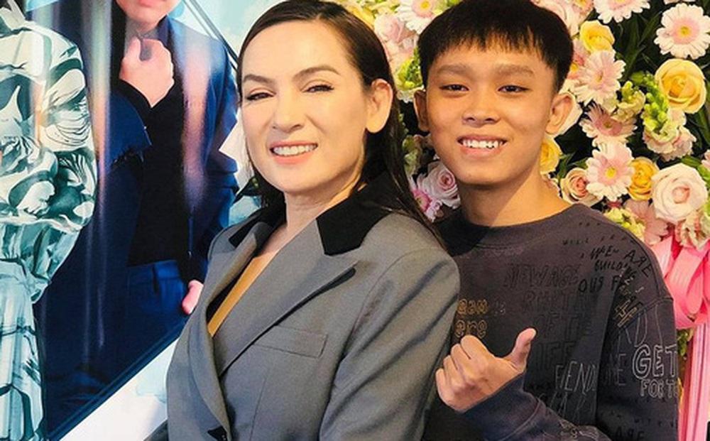 Hồ Văn Cường lên tiếng về ồn ào với Phi Nhung: Xác nhận tin nhắn là thật nhưng bị hack, phủ nhận bị bóc lột và nhận lỗi với mẹ