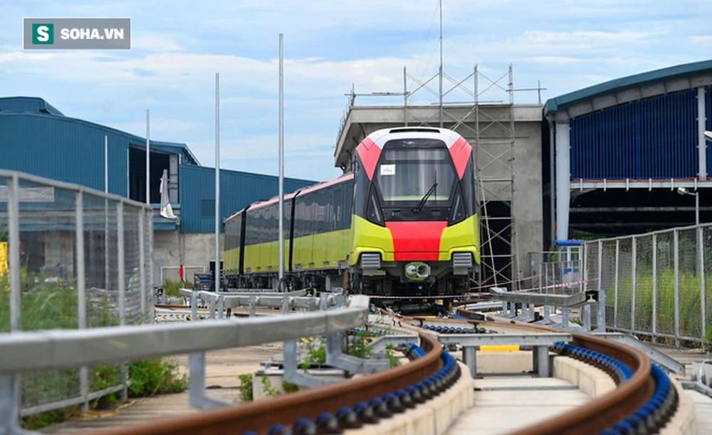 Hình ảnh đoàn tàu tuyến Metro hơn tỷ USD ở Hà Nội do Pháp thiết kế chạy thử nghiệm qua các nhà ga trên cao - Ảnh 2.