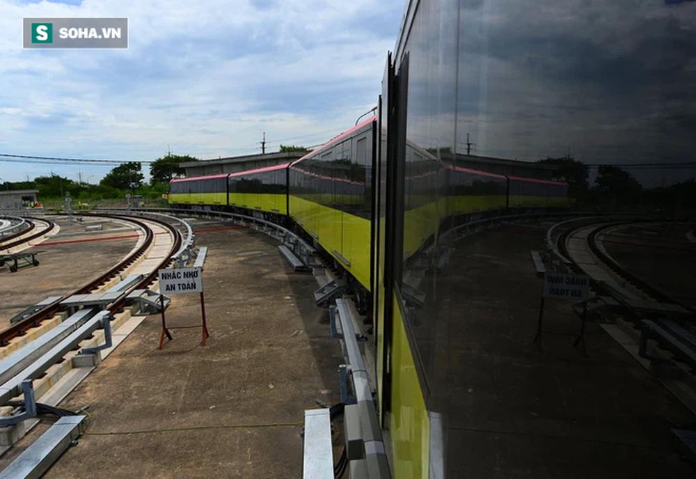 Hình ảnh đoàn tàu tuyến Metro hơn tỷ USD ở Hà Nội do Pháp thiết kế chạy thử nghiệm qua các nhà ga trên cao - Ảnh 3.