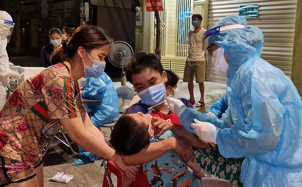 Nghệ An: Bé trai 7 ngày tuổi dương tính với SARS-CoV-2