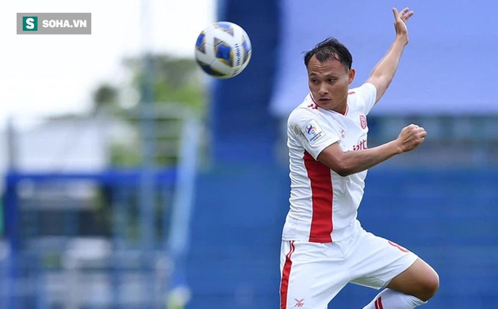 """Trọng Hoàng 3 phút """"câu"""" được 2 thẻ đỏ, ĐKVĐ V.League có trận thắng lạ kỳ ở giải châu Á"""
