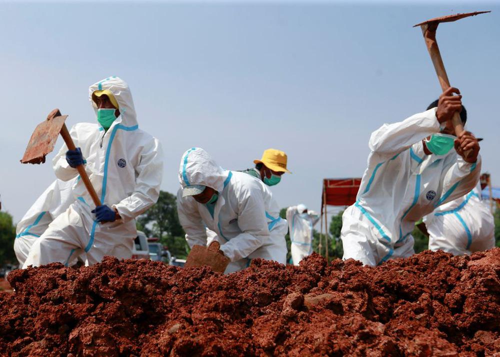 Nikkei: Indonesia đến bờ vực vỡ trận trước Covid-19, vaccine Trung Quốc có phải là tội đồ? - Ảnh 2.