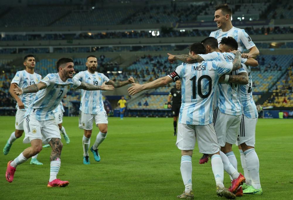 Messi: Đứng bên rìa sân khấu mới là chân ái - Ảnh 1.