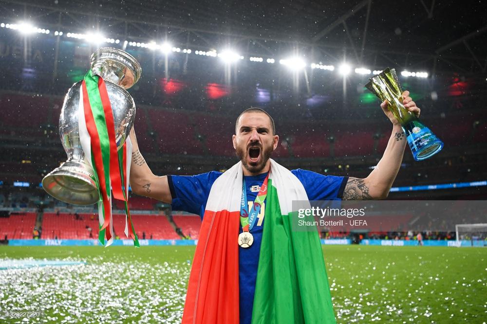 Người hùng Italia thản nhiên uống cả bia lẫn nước ngọt trước máy quay để cà khịa Ronaldo? - Ảnh 4.