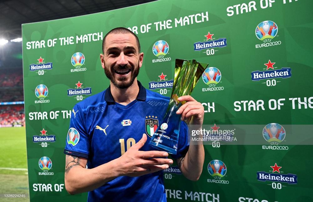 Người hùng Italia thản nhiên uống cả bia lẫn nước ngọt trước máy quay để cà khịa Ronaldo? - Ảnh 3.