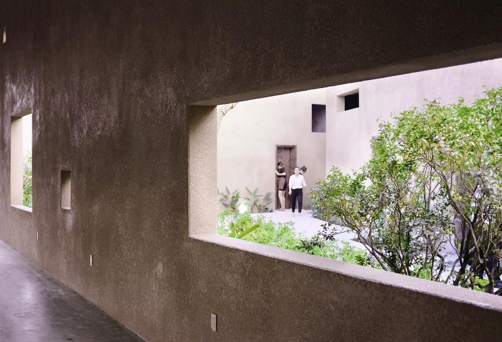 Dự án có sàn bê tông thô ráp, những mảng tường sơn không đều màu của Việt Nam lên báo Mỹ - Ảnh 13.