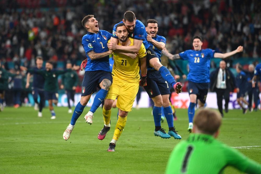 Italia vô địch EURO 2021: HLV Mancini viết lại lịch sử cho Azzurri từ đám tro tàn - Ảnh 2.