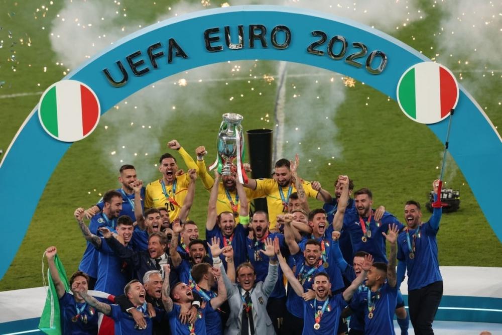 Italia vô địch EURO 2021: HLV Mancini viết lại lịch sử cho Azzurri từ đám tro tàn - Ảnh 3.