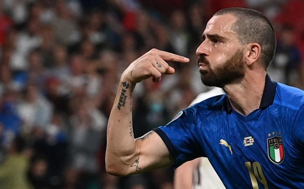 Video bàn thắng: Bonucci đi vào lịch sử với bàn gỡ hòa cho Italia