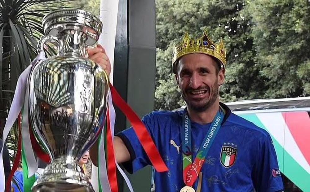 Đương kim vô địch châu Âu rước cúp về Italia: Mọi ngả đường đều dẫn tới thành Rome