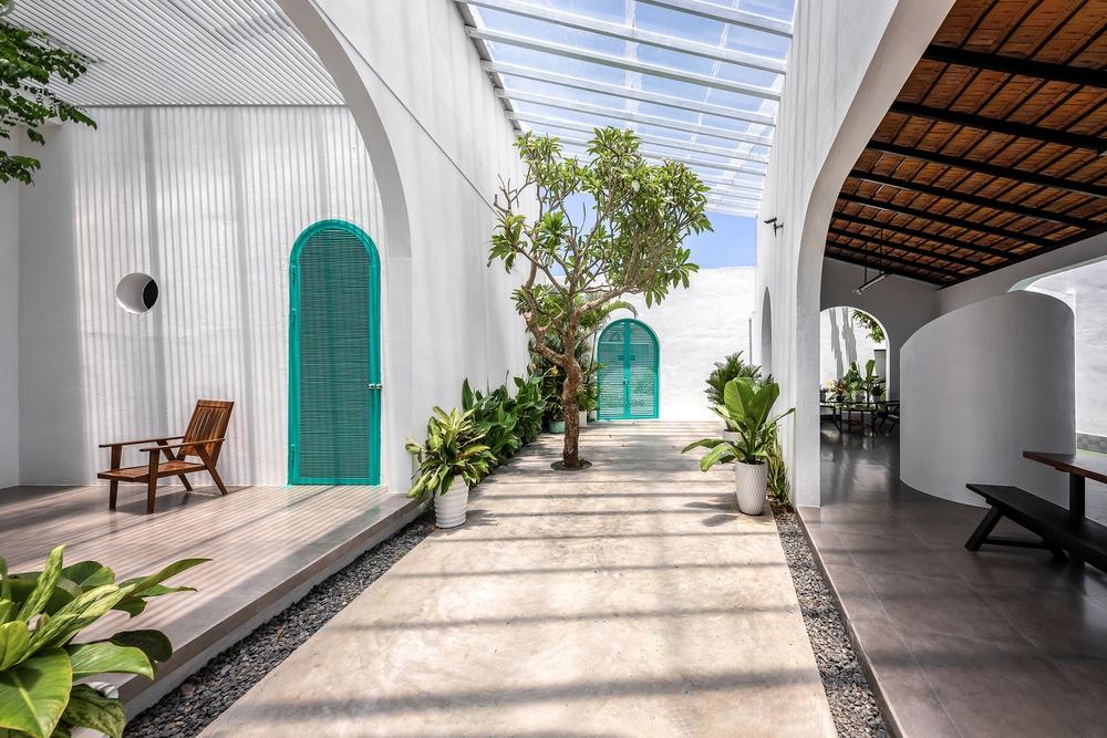 Ngôi nhà màu trắng đẹp không tì vết tại Phú Yên vừa lên báo Mỹ - Ảnh 14.