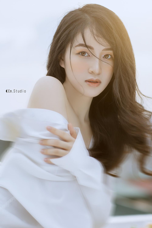 Chân dung nữ diễn viên chưa lên sóng đã gây sốt phim Hương vị tình thân - Ảnh 3.