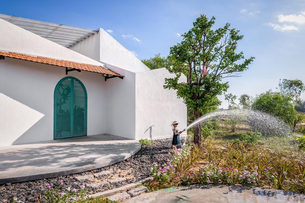 Ngôi nhà màu trắng đẹp không tì vết tại Phú Yên vừa lên báo Mỹ - Ảnh 4.