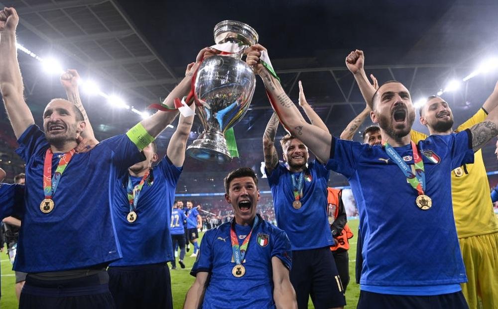 """Bộ đôi """"tường đồng vách sắt"""" và thứ nghệ thuật đưa đội tuyển Italia lên đỉnh châu Âu"""