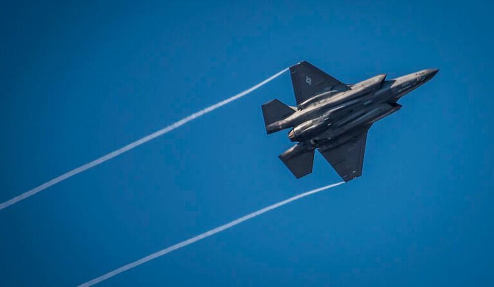 Cú sốc trên thị trường vũ khí: Quốc gia 200 năm không chiến đấu vẫn mua F-35, còn khen rẻ! - Ảnh 2.
