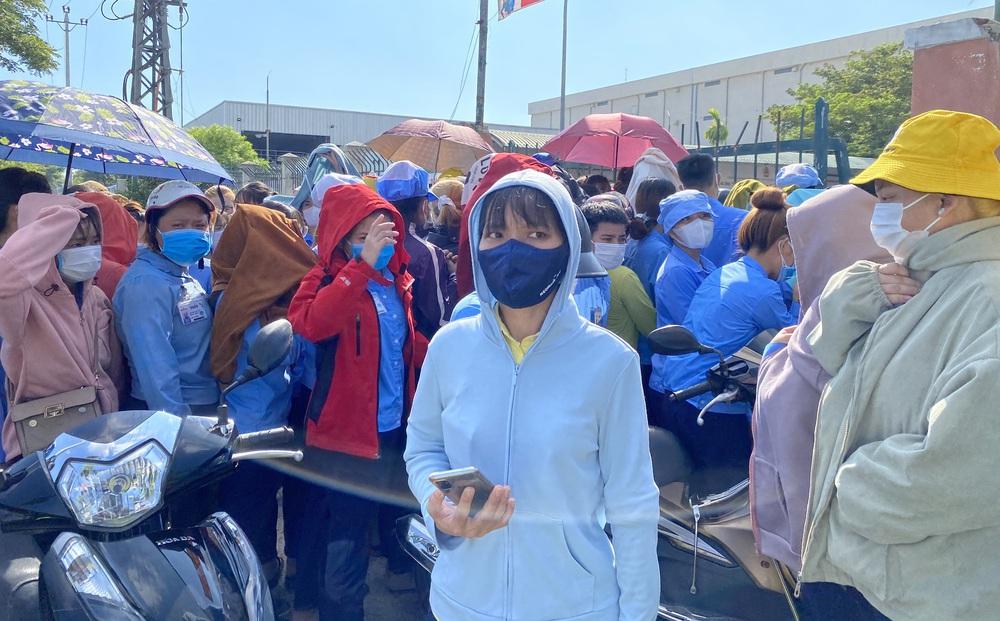 Đà Nẵng: Hãi hùng cảnh chen chúc chờ xét nghiệm Covid-19 ở công ty có ca dương tính