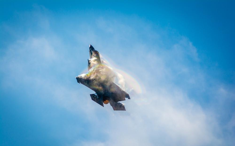 Cú sốc trên thị trường vũ khí: Quốc gia 200 năm không chiến đấu vẫn mua F-35, còn khen rẻ!