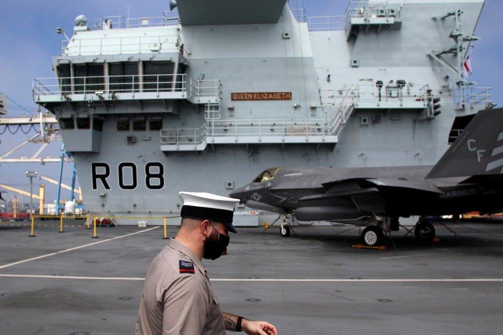 COVID-19 bùng phát trên tàu sân bay Anh đang trên đường tới châu Á - Ảnh 2.