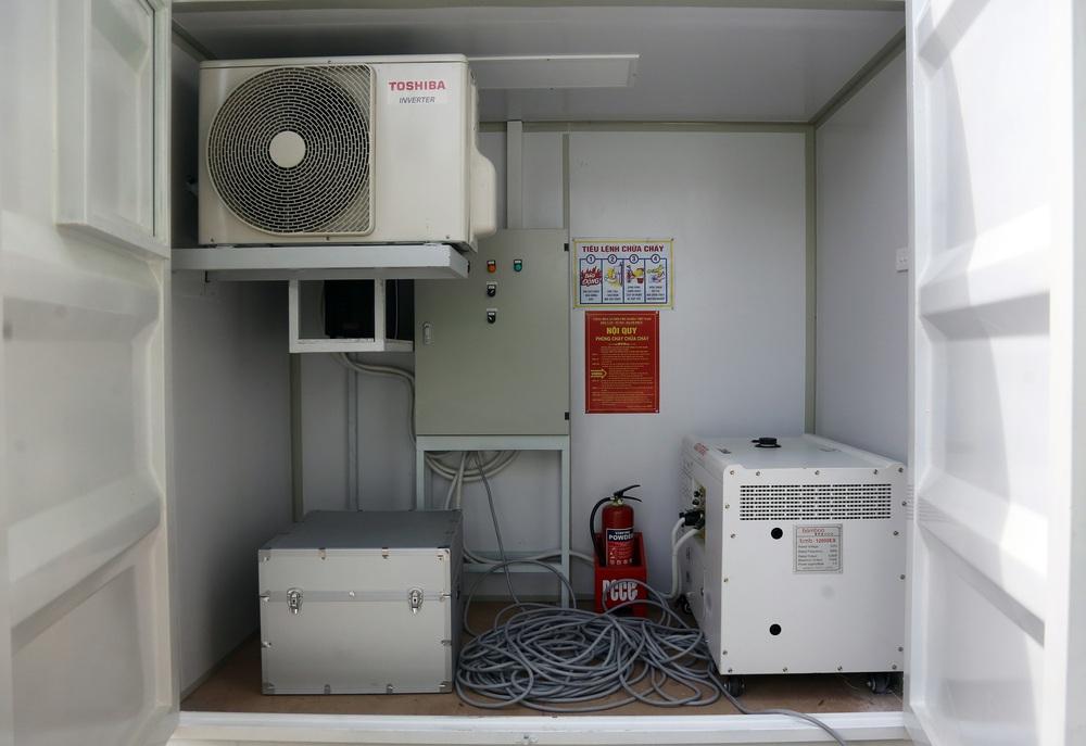 Bên trong container xét nghiệm Covid đầu tiên xuất hiện ở VN, đạt 36.000 mẫu xét nghiệm/ngày - Ảnh 4.