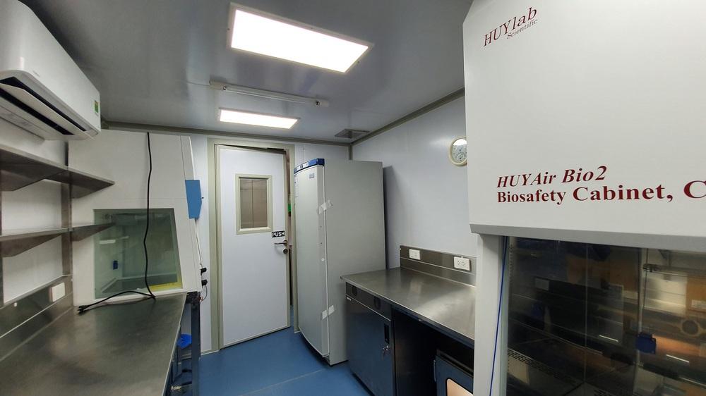 Bên trong container xét nghiệm Covid đầu tiên xuất hiện ở VN, đạt 36.000 mẫu xét nghiệm/ngày - Ảnh 7.