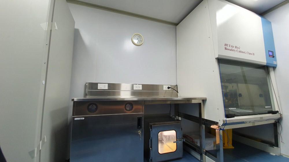 Bên trong container xét nghiệm Covid đầu tiên xuất hiện ở VN, đạt 36.000 mẫu xét nghiệm/ngày - Ảnh 8.