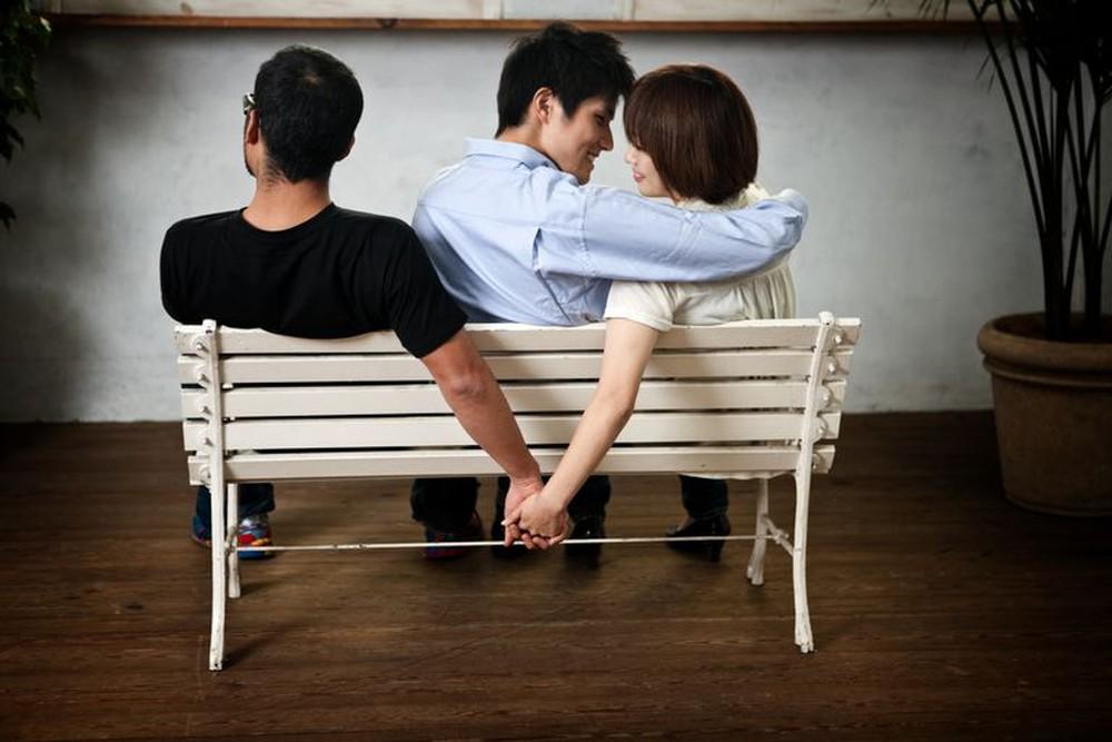 Ngoại tình rồi xin chồng tha thứ, vợ còn sốc hơn sau khi biết bí mật kinh hoàng của chồng - Ảnh 2.